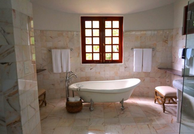 Step-by-Step Guide: Cleaning Bathroom Grout Safely & Efficiently