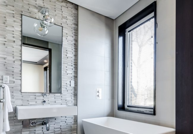 8 Bathroom Cleaning Hacks that Will Save You Time and Money!