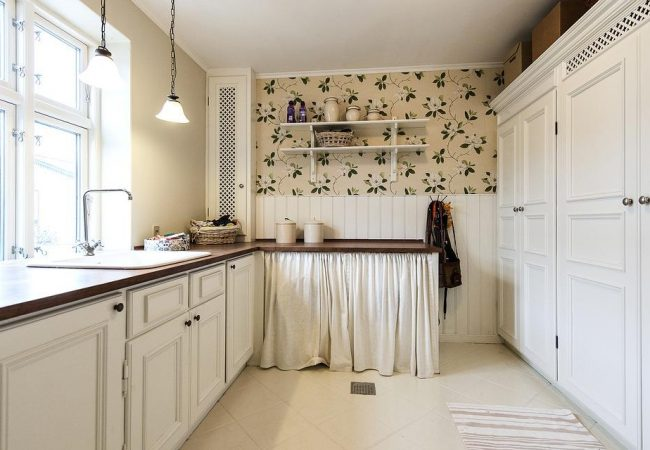 What's In and What's Out? The 2019 Kitchen Cabinet Trends